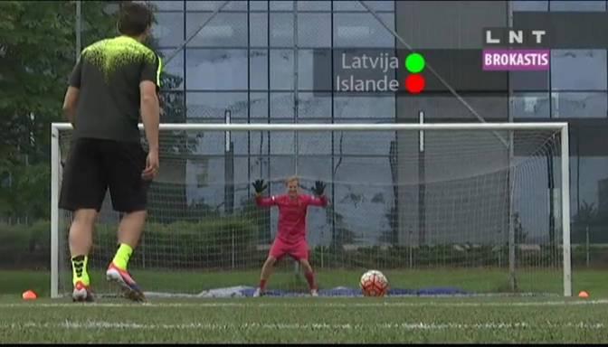 VIDEO: Oskars Lepers viesojas pie futbola kluba Metta/LU un apgūst vārtsarga prasmes