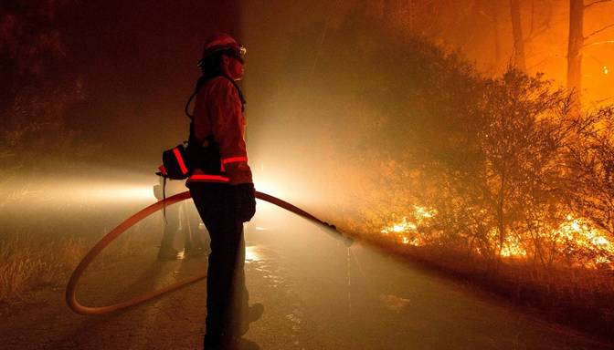 FOTO: ASV plosa postoši mežu ugunsgrēki