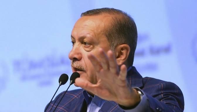 Turcijā atlaidīs 4000 amatpersonu