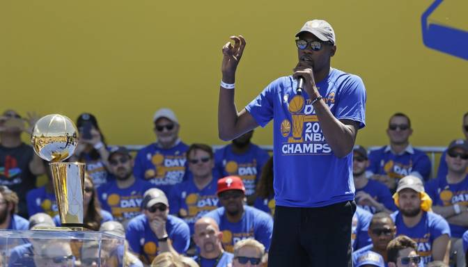 Basketbola zvaigzne Durants boikotēs NBA čempionu vizīti Baltajā namā