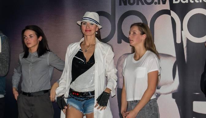 "Arsenijs izgriež pogas slavenajai Sollai; foto no rudens ""karstākā"" deju konkursa fināla"