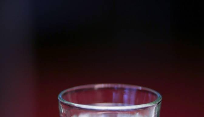 Par 300 eiro un četru degvīna pudeļu laupīšanu no veikala Biķernieku pagastā aiztur vīrieti