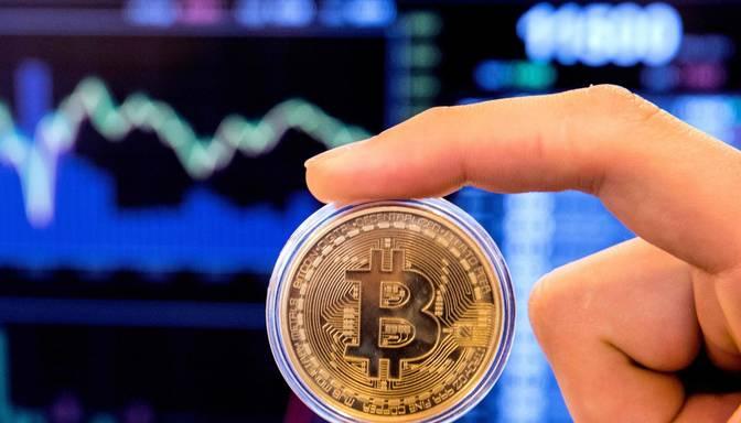 """Akciju cenas kāpj, """"Tesla"""" paziņojums par investīcijām sekmē """"Bitcoin"""" padārdzināšanos"""