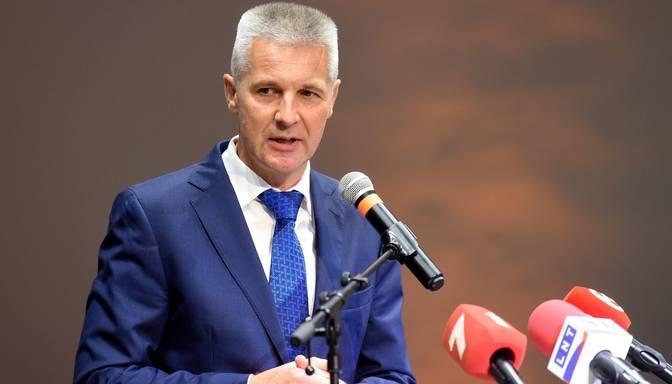 Kariņš par veselības ministra pienākumu izpildītāju ieceļ Pabriku