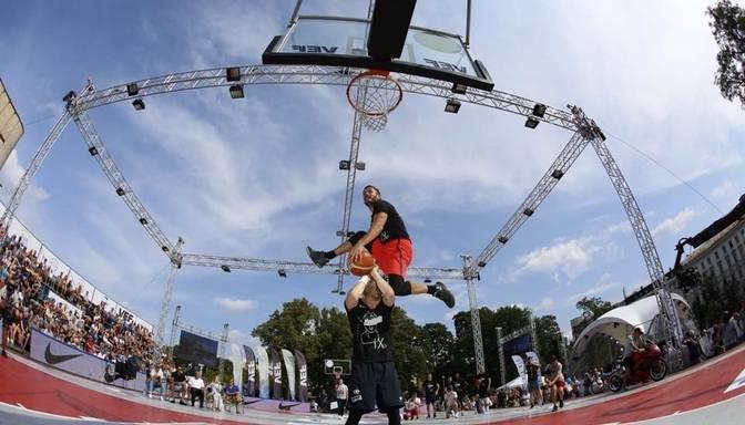 "Diennakts basketbola turnīra ""Krastu mačs"" spilgtākie momenti"