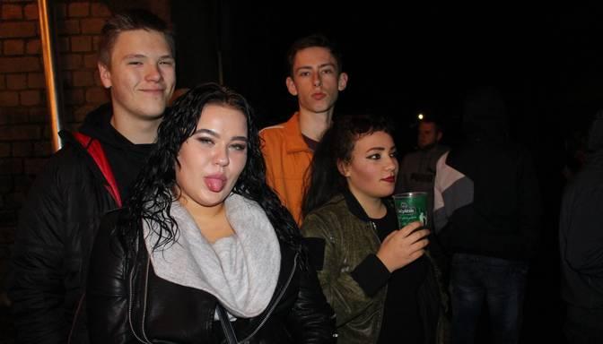 "Līksmi foto: ar trakulīgu ballīti Ogrē nosvin ""Ezīšfestu"""