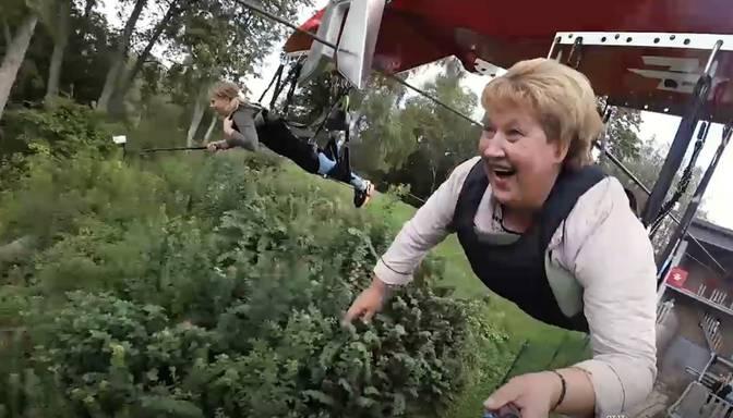 "Jautrs video: omīte Sandra pirmo reizi lido ar ""Zērgli"""