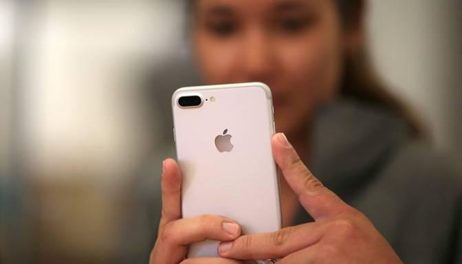 """Ukraina kritizē """"Apple"""" par Krimas aneksijas atzīšanu"""