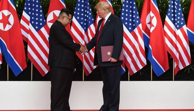 Tramps apstiprina, ka februārī Vjetnamā tiksies ar Kimu Čenunu
