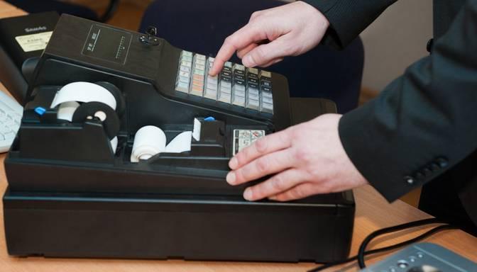 No aprīļa kases aparāti būs jāizmanto visiem iepirkto preču tirgotājiem tirgos un ielu tirdzniecībā