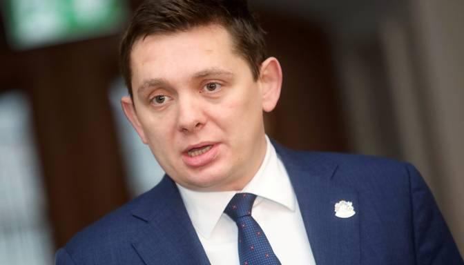 Deputāti kritizē izmeklētāju darbu Kaimiņa lietā