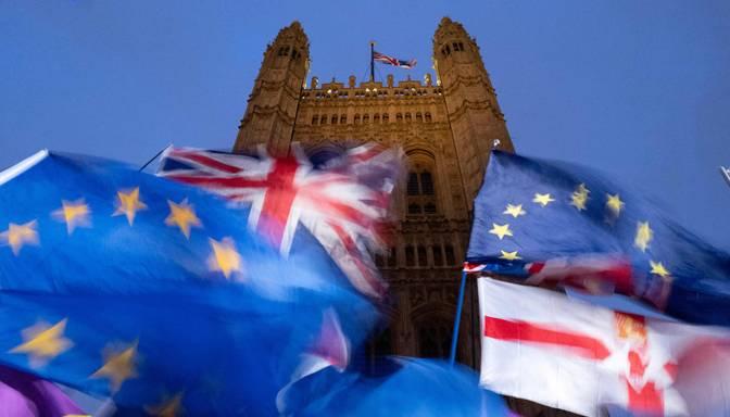 Britu parlaments saniknojis Eiroparlamenta amatpersonas