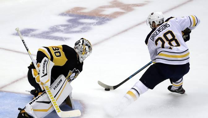 "Girgensona Bufalo ""Sabres"" NHL sezonu sāk ar uzvaru pār Pitsburgas ""Penguins"""