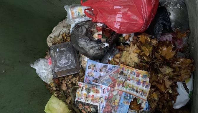 Vai tagad tas tā praksē notiek, ka sētnieki sagrābtās lapas iemet sadzīves atkritumos?