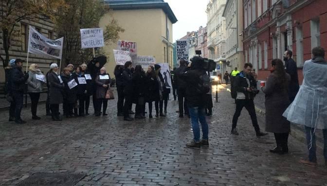 Mediķi gatavojas protestam pie Saeimas