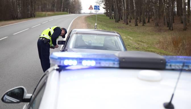 Ātruma pārkāpējs uz Liepājas šosejas policistiem piedāvā 100 eiro kukuli