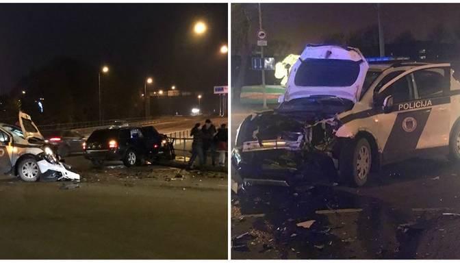 Smaga avārija Ventspilī – policijas ekipāža saduras ar vieglo auto