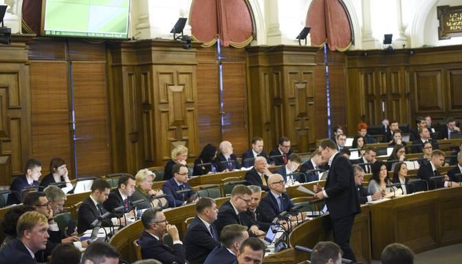 Kopš piektdienas par Saeimas atsaukšanas ierosināšanu parakstījušies vairāk nekā 9000 cilvēku