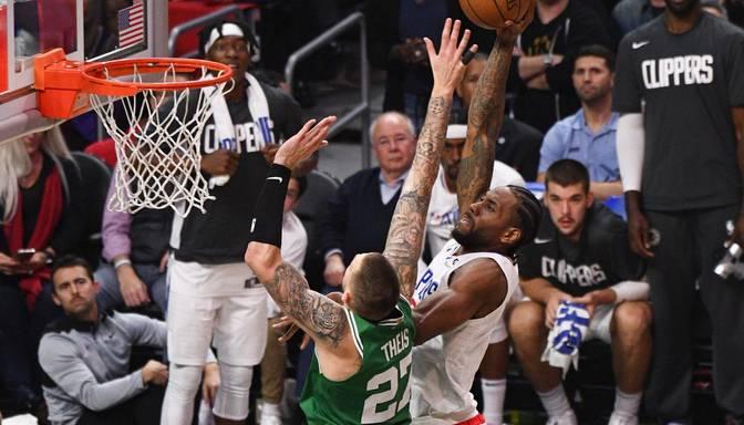 """Zeme, atveries! NBA TOP 10 iekļūst Dončiča """"aklā"""" piespēle, Simonsa pirmais trīnītis un vairākas """"salauztas"""" potītes"""