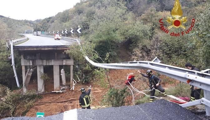 Itālijā sabrucis viadukts un evakuēti simtiem cilvēku