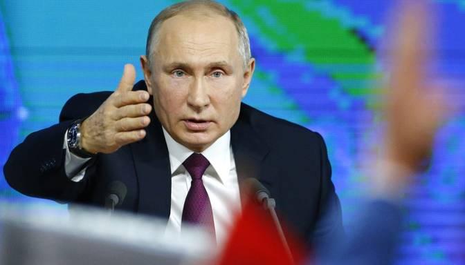 """Putins aicina """"Vienoto Krieviju"""" """"būt kopā ar tautu"""" un biežāk uzņemties iniciatīvu"""
