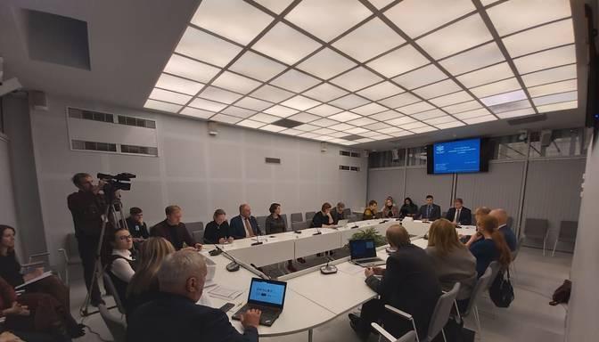 """JKP un """"Saskaņa"""" plēšas Saeimas komisijā par Rīgas domes konsultantiem"""