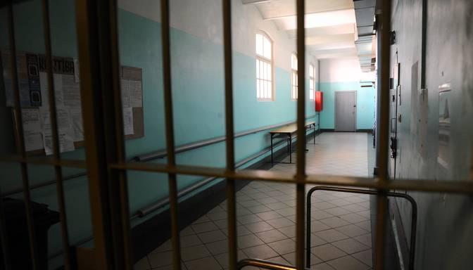 Vecākiem, kuru bērns saindējās ar metadonu, piespriests reāls cietumsods