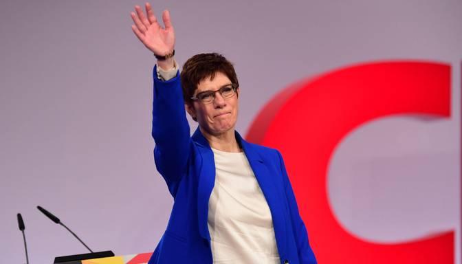 Vācijas kristīgo demokrātu līdere piedāvā savu atkāpšanos