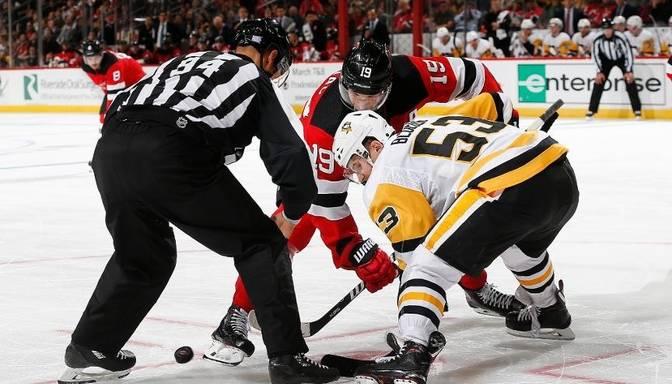 """""""Sabres"""" un """"Penguins"""" piedzīvo zaudējumu; Merzļikins rezervē komandas uzvarā"""