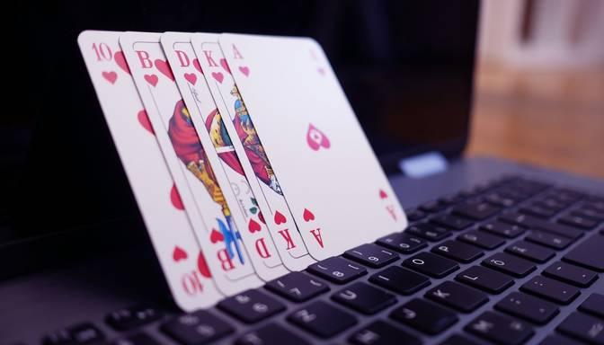 Bankas bloķēs maksājumus nelegālām azartspēļu vietnēm