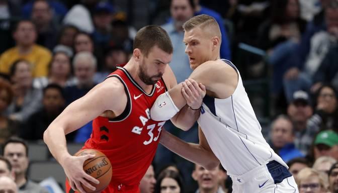 """Porziņģim """"double double"""" """"Mavericks uzvarā pār NBA čempioniem Toronto """"Raptors"""""""