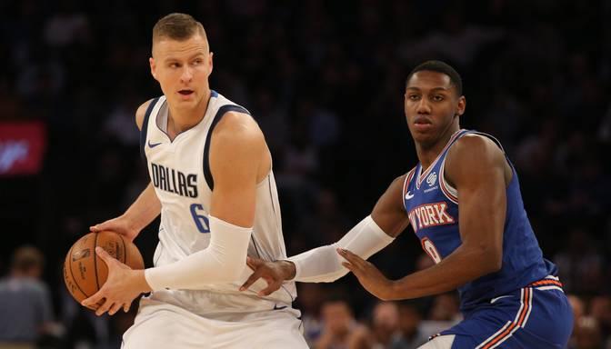 """Aurojošā MSG arēnā """"Knicks"""" vēlreiz galotnē apspēlē Porziņģa un Dončiča """"Mavericks"""""""