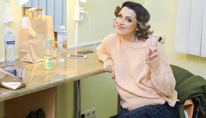 """Foto: """"X Faktora"""" piektajā tiešraidē Elīna Gluzunova uz skatuves kāps māsīcas radītā kleitā"""