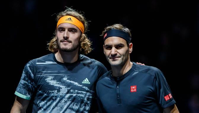 """Cicips """"ATP Finals"""" debijā uzvar Federeru un sasniedz finālu"""