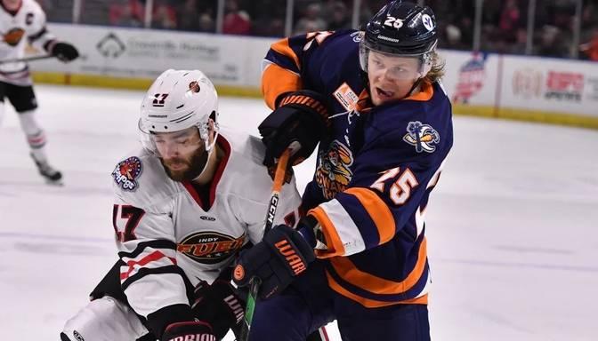 ECHL sekmīgi spēlējušais Ābols atgriežas AHL