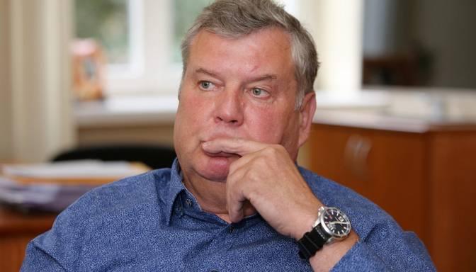 Urbanovičs domā, ka naudu mediķu algām varētu rast, samazinot Latvijas izdevumus aizsardzībai