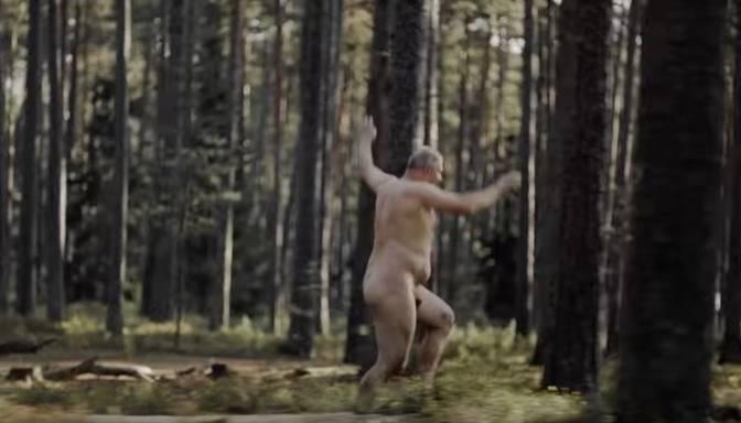 Kāpēc reklāmas rullītī jāliek pliks vecis, kas skrien pa mežu?