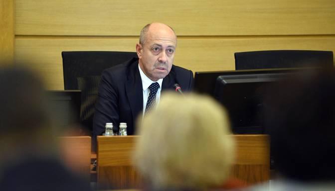 Opozīcijai naktī neizdodas izgrūst Burovu no Rīgas mēra krēsla