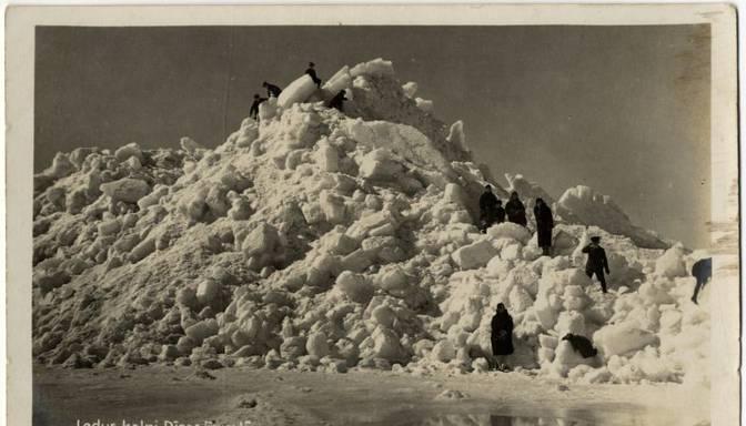Ledus kalni un brangas kupenas! Aplūko vēsturiskus foto, cik sniegota ziema kādreiz bija Latvijā