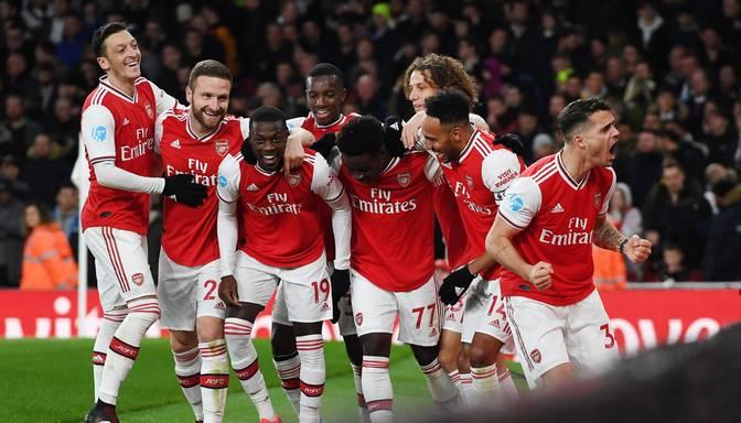 """""""Arsenal"""" pēcspēles soda sitienu sērijā izcīna Anglijas Superkausu"""