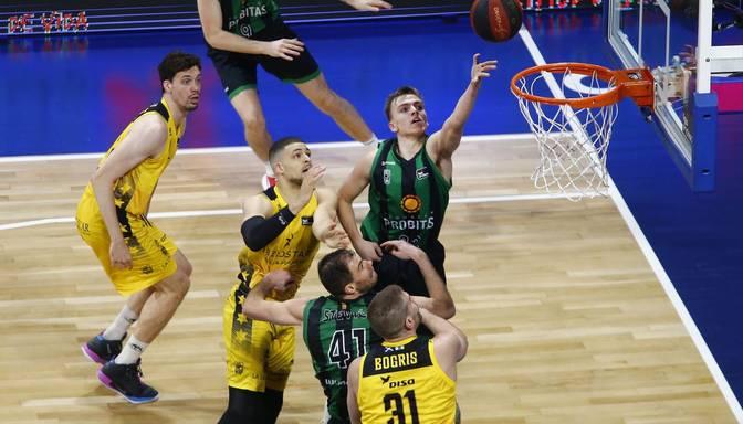 Žagars ar diviem punktiem un uzvaru sāk Spānijas čempionātu basketbolā