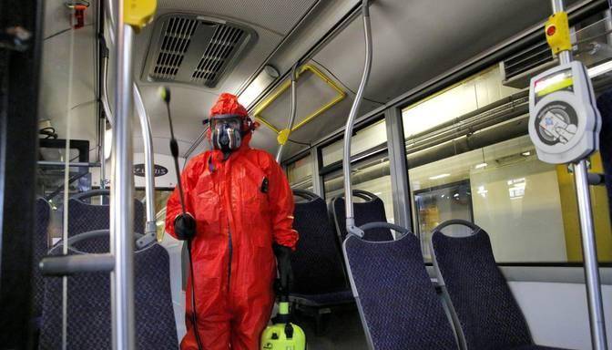 Epidemiologs: Pastāv reāla iespēja inficēties ar Covid-19 sabiedriskās vietās