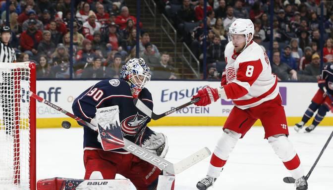"Merzļikina ""seivs"" mačā ar ""Red Wings"" iekļuvis NHL labāko momentu topā"