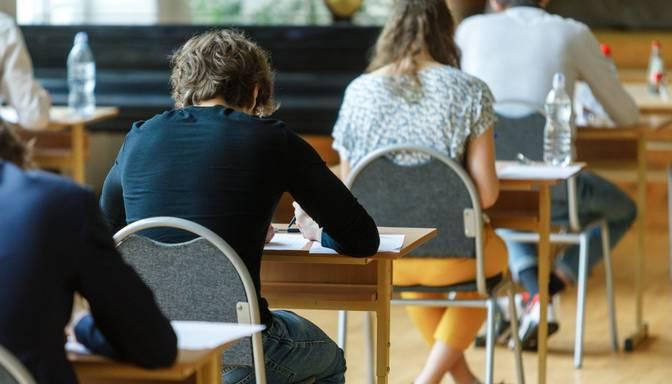 Divās izglītības iestādēs notikusi lokāla Covid-19 izplatība