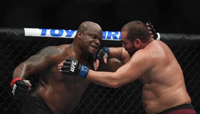 Vakara galvenajā cīņā Lūiss ar brutālu nokautu uzstāda jaunu UFC rekordu