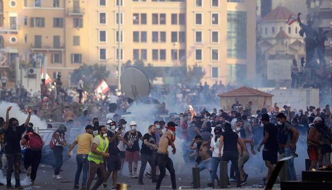 Pieminot sprādziena upurus, Beirūtā notiek protesti pret Libānas politisko eliti