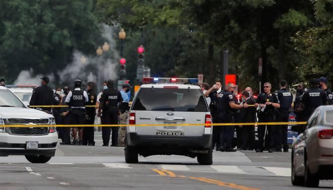 Pie Baltā nama sašauts bruņots vīrietis, Tramps evakuēts no preses konferences