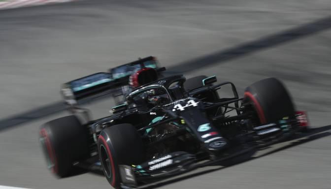"""Hamiltons Spānijas """"Grand Prix"""" sasniedz ātrāko laiku treniņsesijā"""