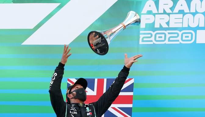 Hamiltons ar uzvaru Spānijā labo F1 rekordu