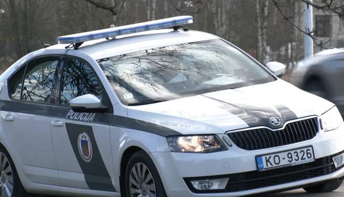 Pēc spraigas pakaļdzīšanās uz Jelgavas šosejas aiztur 17 gadus vecu autovadītāju